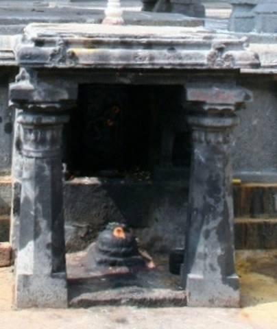 The 'cave' in Arunagiri Yogeeshwara mandap